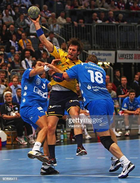 Uwe Gensheimer of Loewen is blocked by players of Gummersbach during the Toyota Handball Bundesliga game between VfL Gummersbach and Rhein Neckar...