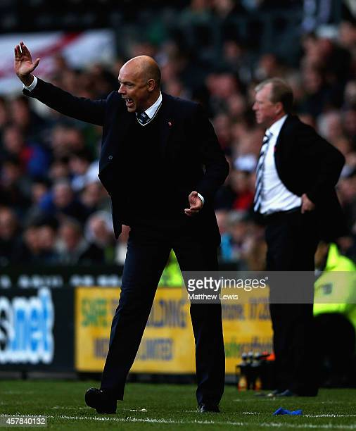 Uwe Rosler manager of Wigan Athleic gives out instructions during the Sky Bet Championship match between Derby County and Wigan Athletic at the iPro...