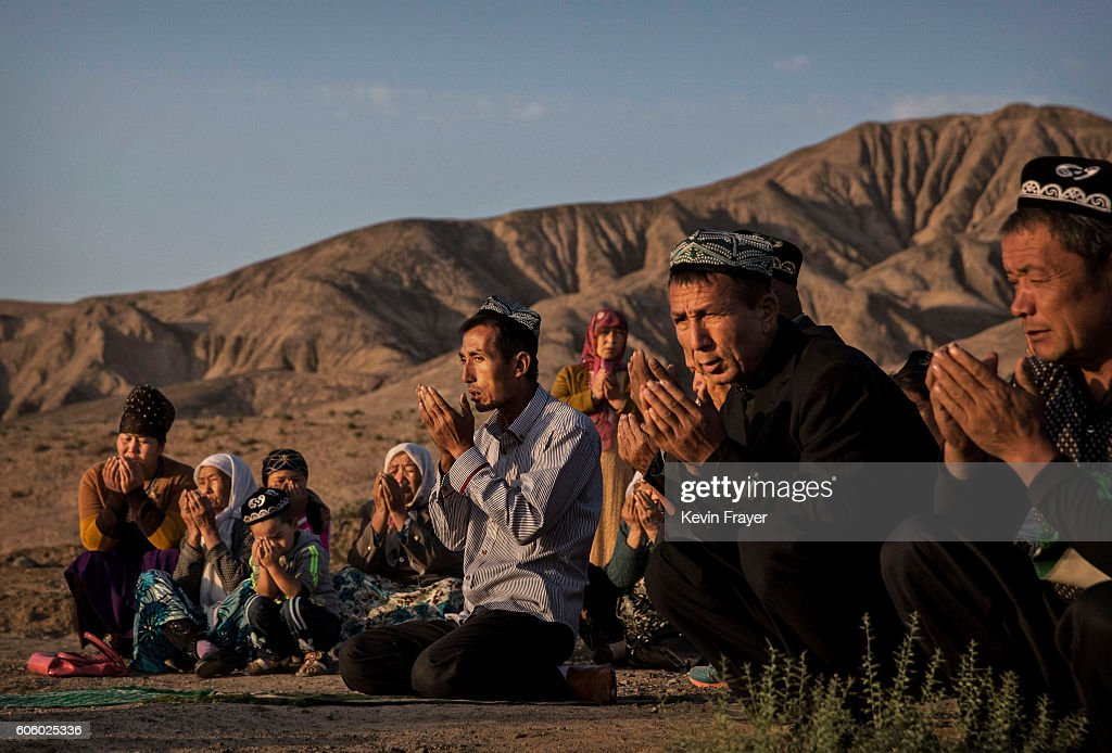 China's Uyghur Minority Marks Muslim Holiday In Country's Far West : Foto jornalística