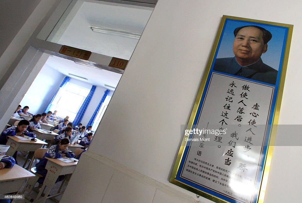 A bilingual school in Xinjiang teaches Mandarin Chinese to Uyghurs : Nieuwsfoto's