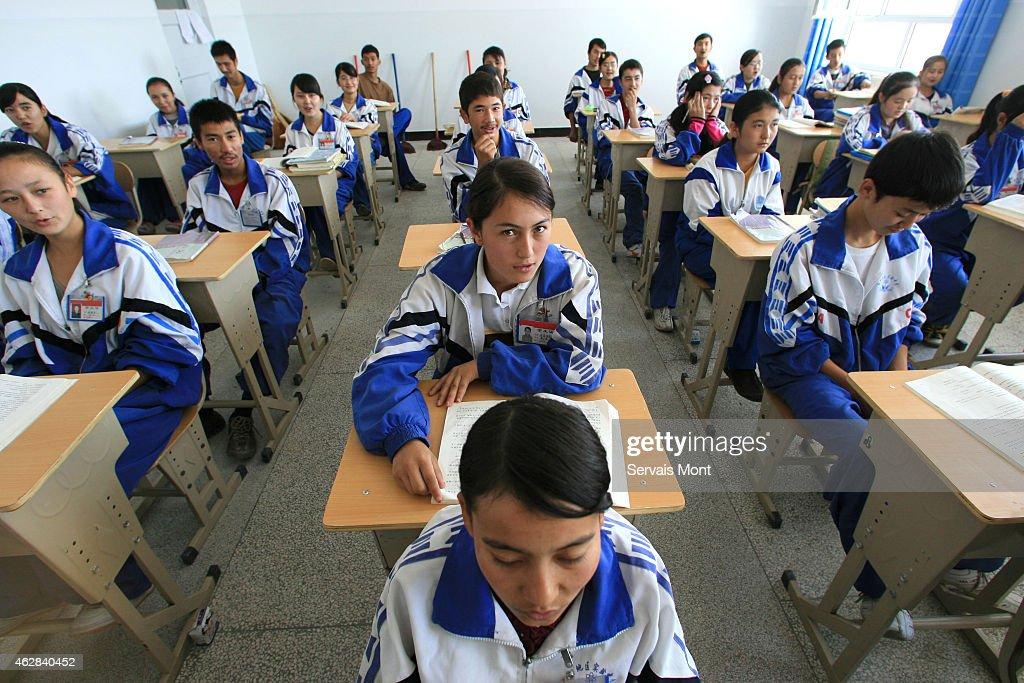 A bilingual school in Xinjiang teaches Mandarin Chinese to Uyghurs : News Photo