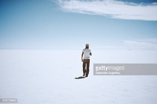 CONTENT] Uyuni desert Looking at the horizon White And blue Clouds at the horizon Salt sea desert in Bolivia