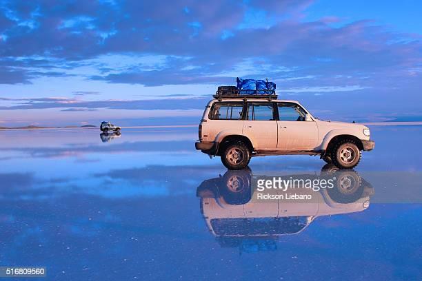 uyuni salt flat, bolivia - ウユニ塩湖 ストックフォトと画像