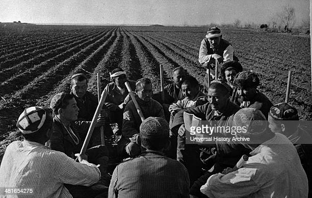Uzbek collective farmers discussing work of spring sowing in the USSR between 1930 and 1940