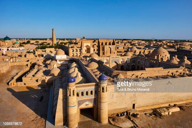 uzbekistan, khiva,  east door - muziek stock pictures, royalty-free photos & images