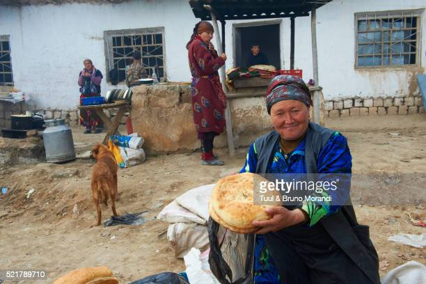 Uzbekistan, village and weekly market of Karchi