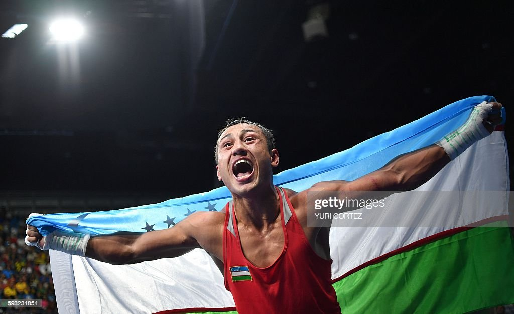 TOPSHOT - Uzbekistan's Fazliddin Gaibnazarov celebrates winning against against Azerbaijan's Lorenzo Sotomayor Collazo during the Men's Light Welter (64kg) Final Bout at the Rio 2016 Olympic Games at the Riocentro - Pavilion 6 in Rio de Janeiro on August 21, 2016. Uzbekistan's Fazliddin Gaibnazarov won the match. / AFP / Yuri CORTEZ
