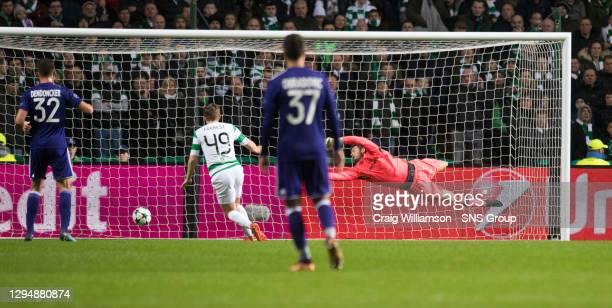 V ANDERLECHT.CELTIC PARK - GLASGOW.Celtic goalkeeper Craig Gordon fails to keep out team-mate Jozo Simunovic's header as the visitors take the lead
