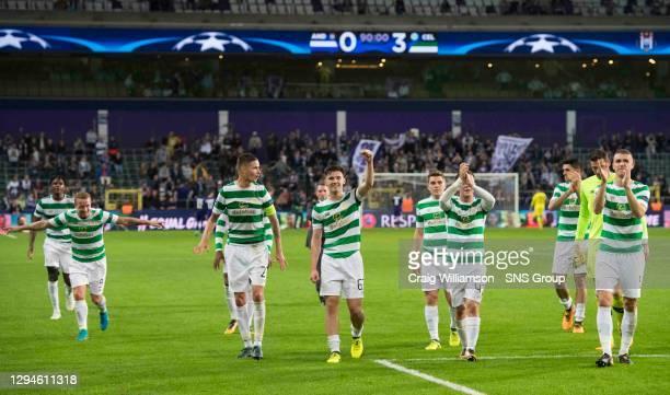 V CELTIC .ANDERLECHT - BELGIUM.Celtic's players celebrate at full time
