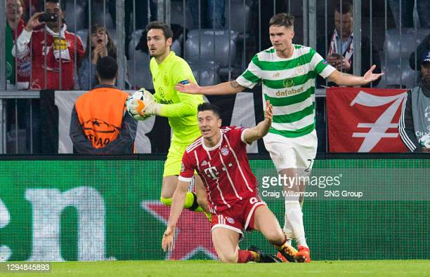 V CELTIC.ALLIANZ ARENA - MUNICH .Bayern's Robert Lewandowski appeals for a penalty as he goes down under the challenge of Celtic's Mikael Lustig