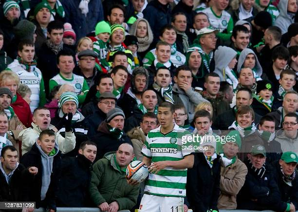 V CELTIC.TANNADICE - DUNDEE.The Celtic fans look on as Cha Du ri prepares to take a throw-in
