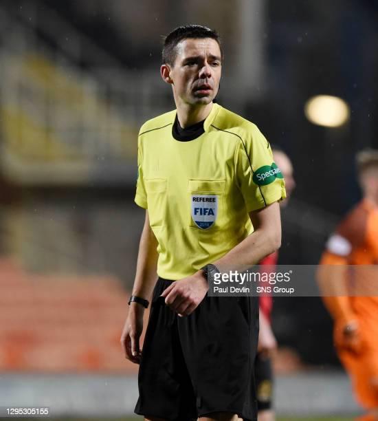 V DUMBARTON FC.TANNADICE - DUNDEE.Referee Kevin Clancy