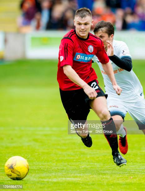 V DUNDEE UNITED .GLEBE PARK - BRECHIN .Chris O'Neil in action for Brechin