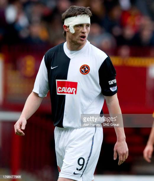 V DUNDEE UTD.FIR PARK - MOTHERWELL.Dundee Utd striker Jon Daly comes onto the pitch with a head strapping after a knock taken last week
