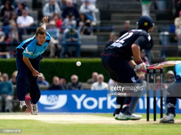 V ENGLAND.CITYLETS GRANGE - EDINBURGH .Gordon Drummond bowls to Craig Kieswetter who notches up 69 runs for England