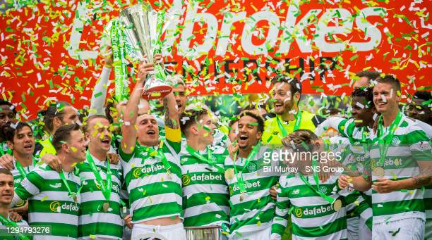 V HEARTS . CELTIC PARK - GLASGOW. Celtic captain Scott Brown lifts the Ladbrokes Premiership trophy