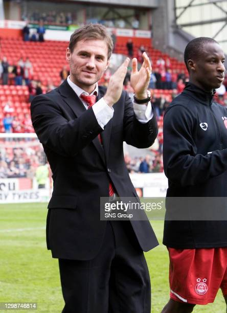 V HIBS .PITTODRIE - ABERDEEN .Jamie Smith says his goodbyes to the Aberdeen fans