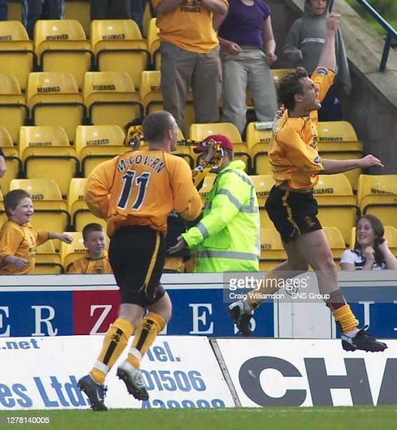 V HIBS.ALMONDVALE - LIVINGSTON.David Fernandez salutes the home support after rounding off a 4-1 victory for Livingston