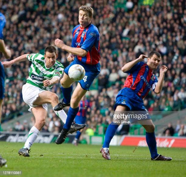 V INVERNESS CT .CELTIC PARK - GLASGOW.Jan Vennegoor of Hesselink aims a shot at the Inverness CT goal.