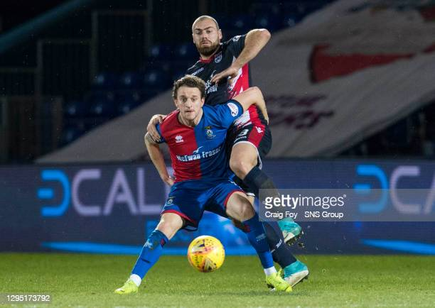 V INVERNESS CT.THE GLOBAL ENERGY STADIUM - DINGWALL .Inverness CT's Tom Walsh in action with Ross County's Kenny Van Der Weg.
