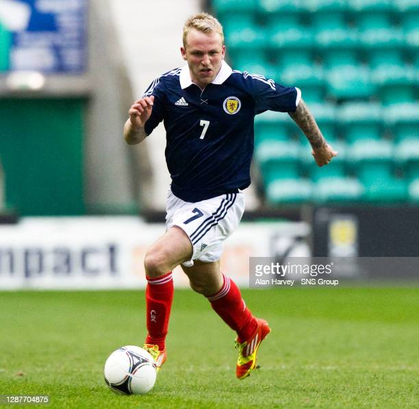 V ITALY U21 .EASTER ROAD - EDINBURGH.Johnny Russell in action for Scotland.