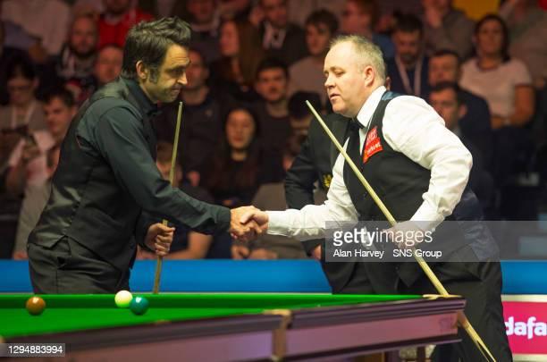 V JOHN HIGGINS.EMIRATES ARENA - GLASGOW.Ronnie O'Sullivan and John Higgins shake hands.