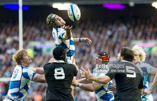 V NEW ZEALAND.MURRAYFIELD - EDINBURGH.Scotland captain Kelly Brown attempts to take possession at the line out.
