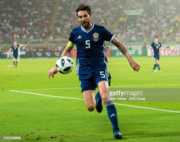V SCOTLAND .ESTADIO NACIONAL DE LIMA - PERU.Charlie Mulgrew in action for Scotland