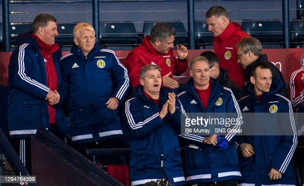 V SLOVENIA .HAMPDEN PARK - GLASGOW .Scotland manager Gordon Strachan and assistant Mark McGhee are overjoyed after the goal goes in
