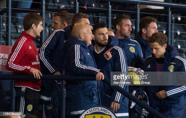 V SLOVENIA .HAMPDEN PARK - GLASGOW .Scotland manager Gordon Strachan is overjoyed after the goal goes in