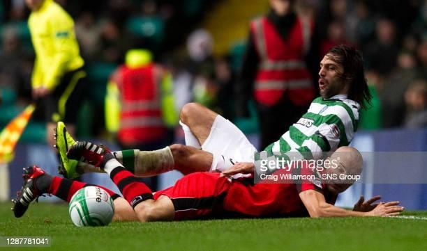 V ST MIRREN.CELTIC PARK - GLASGOW.Celtic striker Georgios Samaras and St Mirren captain Jim Goodwin lose their footing.