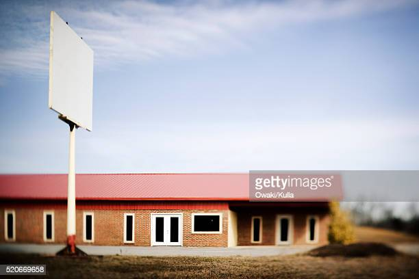 vacant commercial property - commercial real estate sign stock pictures, royalty-free photos & images