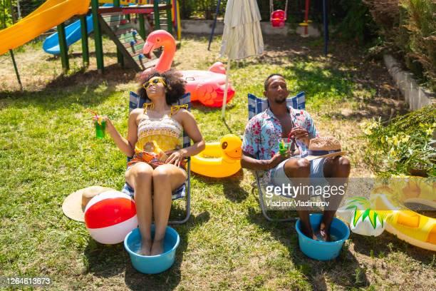 2020年の裏庭での休暇 - ケチ ストックフォトと画像