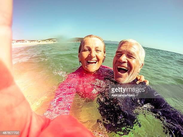 Vacances selfie d'un couple senior