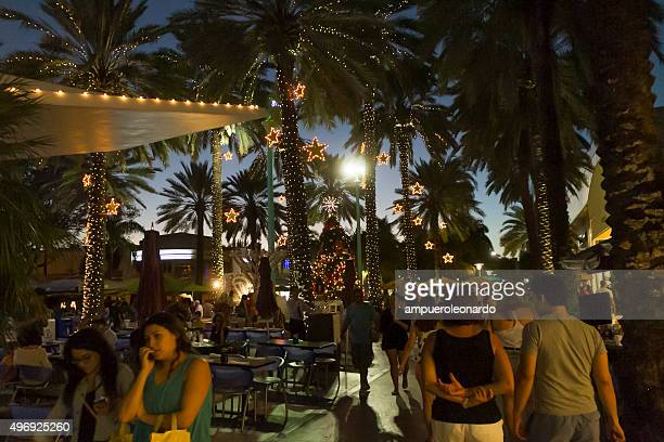 vacation time on christmas holiday in miami - lincoln road stock pictures, royalty-free photos & images