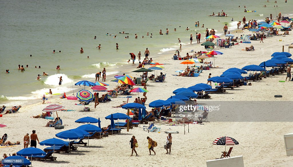 SHORES, ALABAMA––Vacation turnout on the beach at Gulf