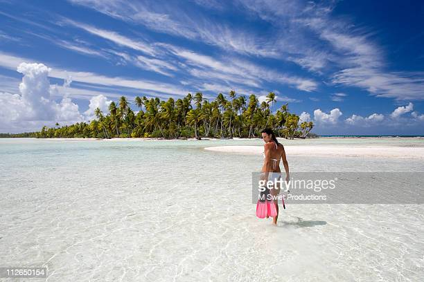 vacation-islands-tahiti-woman - femme tahitienne photos et images de collection