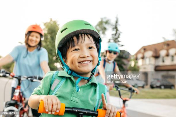 vacations with kids - filipino family stock pictures, royalty-free photos & images