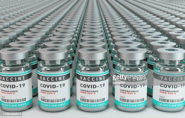 impfstoff covid-19 corona virus konzept mit einer großen gruppe von flaschenfläschchen. - viele gegenstände stock-fotos und bilder