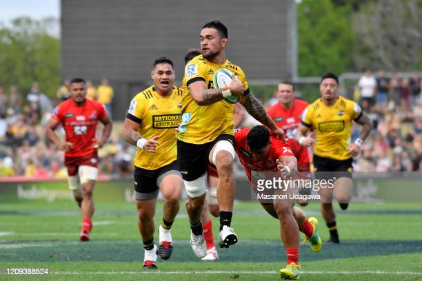 Vaea Fifita of the Hurricanes makes a break during the round five Super Rugby match between the Hurricanes and the Sunwolves at McLean Park on...