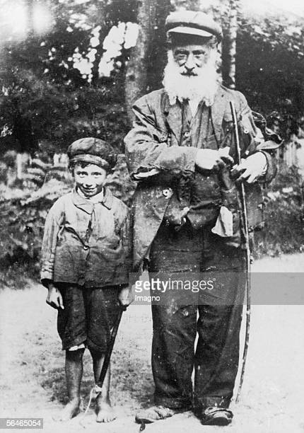 Vagabonds Grandfather and his grandson Photography 1928 [Die Landstreicher Grossvater und sein Enkel Polen Photographie 1928]