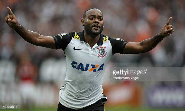 Vagner Love of Corinthians celebrates scoring the first goal during the match between Corinthians and Flamengo for the Brazilian Series A 2015 at...