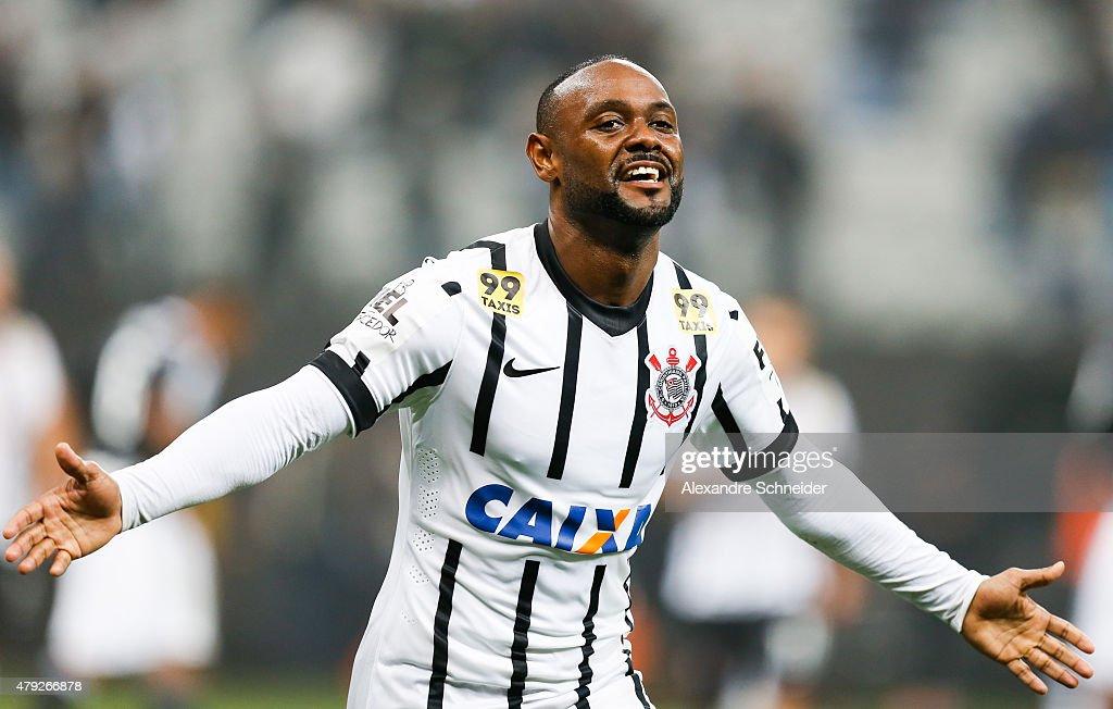 Corinthians v Ponte Preta - Brasileirao Series A 2015