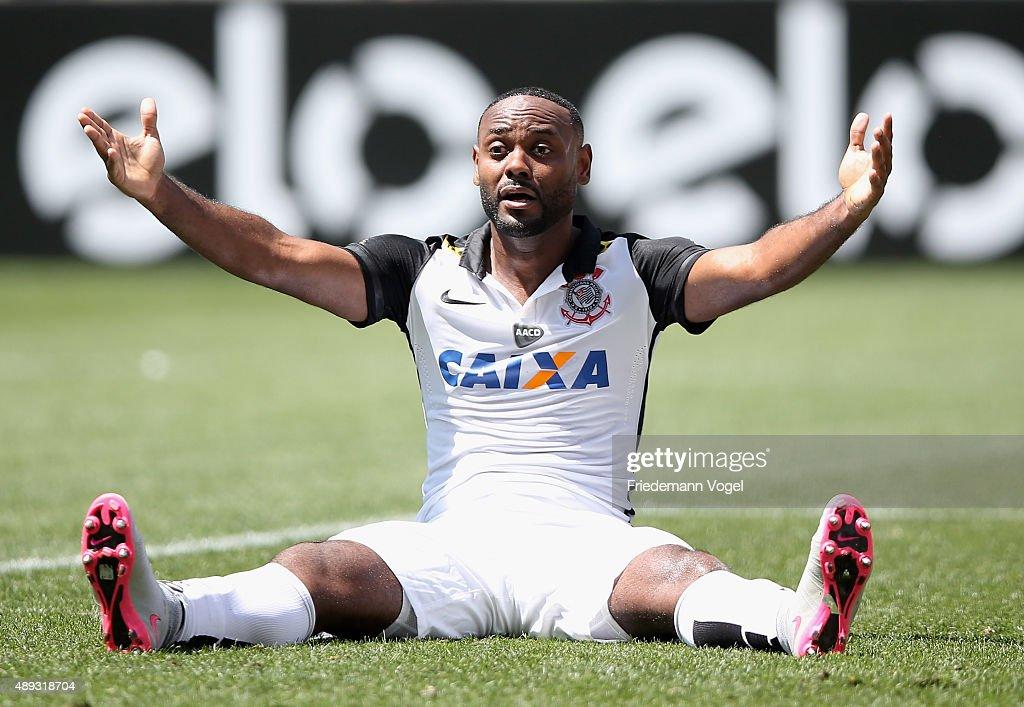 Corinthians v Santos - Brasileirao Series A 2015