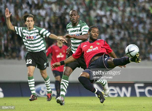 Vagner Love of CSKA Moscow stretches for the ball during the UEFA Cup Final between CSKA Moscow and Sporting Lisbon at the Jose Alvalade Stadium on...