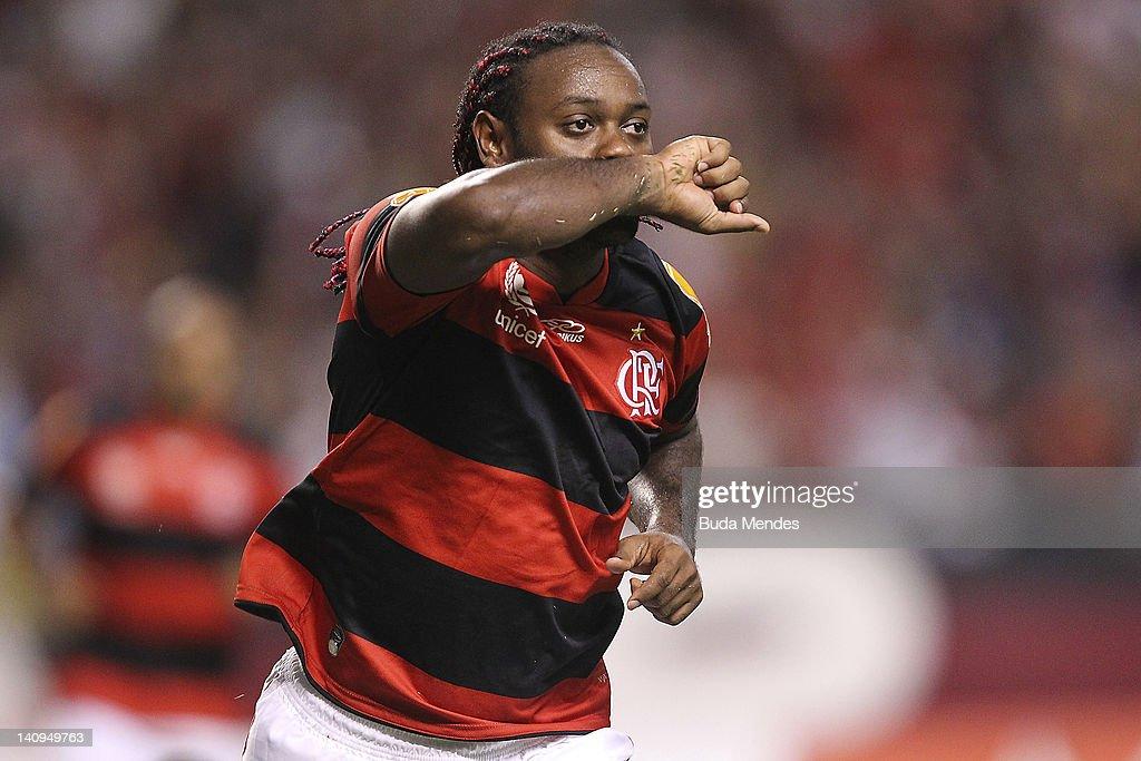 Flamengo v Emelec - Copa Libertadores 2012