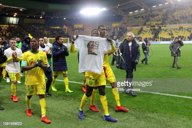 Vahid Halilhodzic , Head coach of Nantes and his players tribute to Emiliano Sala at the end of the match during the Ligue 1 match between Nantes and...