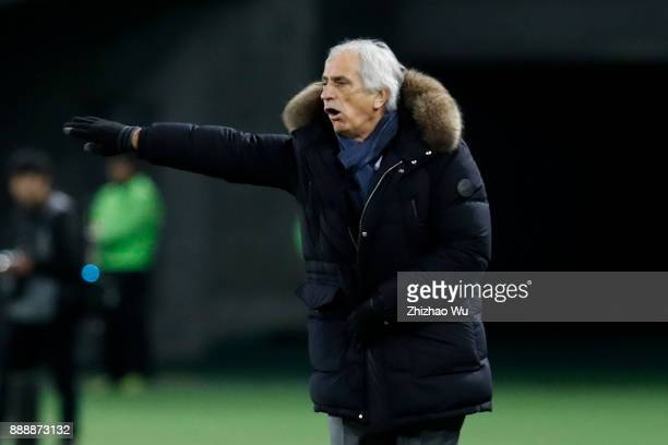 Vahid Halilhodzichead coach of Japan in action during the EAFF E1 Men's Football Championship between Japan and North Korea at Ajinomoto Stadium on...