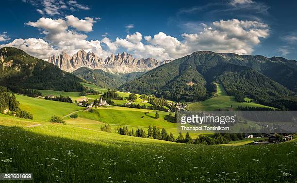 val di funes (vilnoss) - dolomites stock pictures, royalty-free photos & images