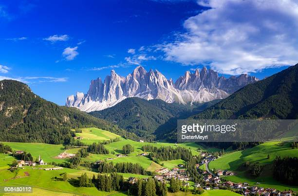 val di funes, san giovanni church panorama - villnöss, southtirol - european alps stock photos and pictures